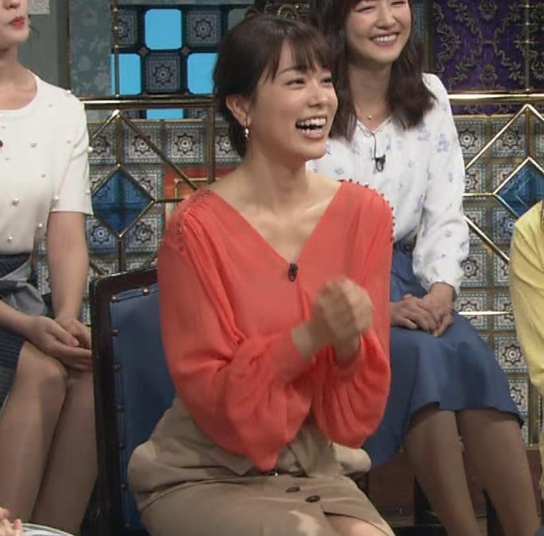 本田朋子アナ 脚を開いたらスカートの中が見えた!GIF動画 さんま御殿キャプ・エロ画像10