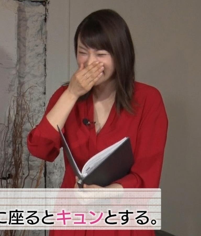 本田朋子アナ ちょっと胸元が開いてる