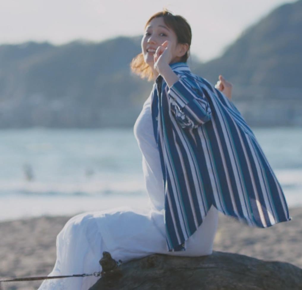 本田翼 胸を張ってエロい横乳(おっぱい)キャプ・エロ画像5