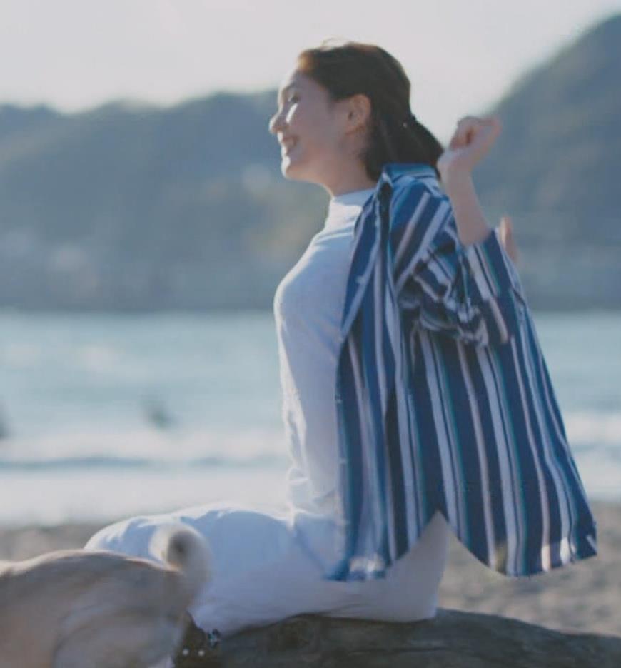 本田翼 胸を張ってエロい横乳(おっぱい)キャプ・エロ画像6