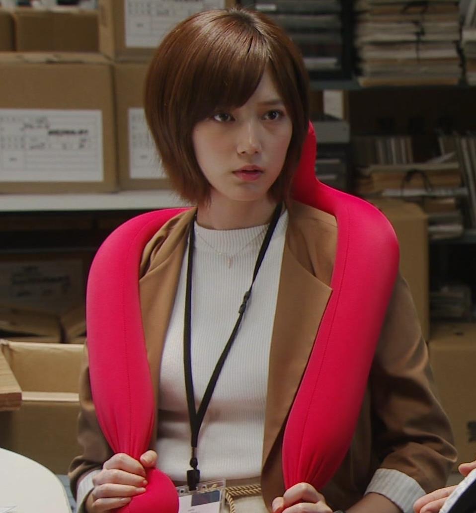 本田翼 ドラマでのTシャツおっぱいキャプ・エロ画像11