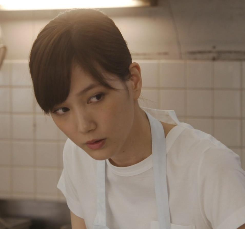 本田翼 ドラマでのTシャツおっぱいキャプ・エロ画像6