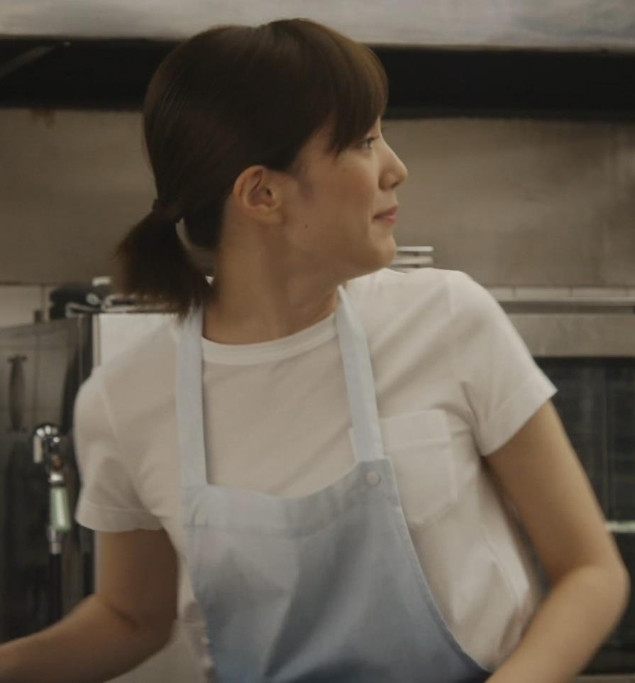 本田翼 ドラマでのTシャツおっぱいキャプ・エロ画像7