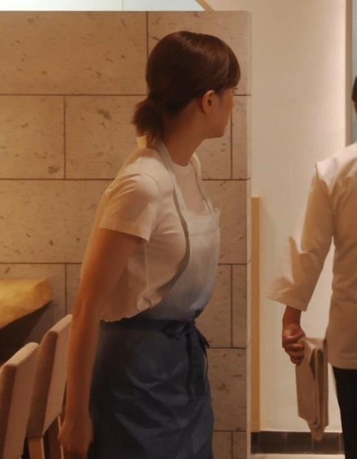 本田翼 ドラマでのTシャツおっぱいキャプ画像(エロ・アイコラ画像)