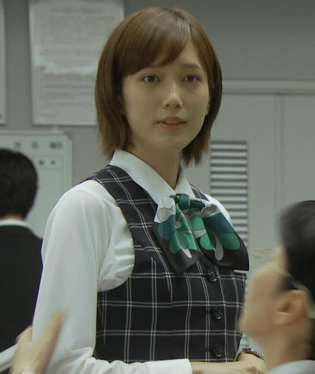 本田翼 パンツが見えそうで見えない格闘シーンキャプ・エロ画像2