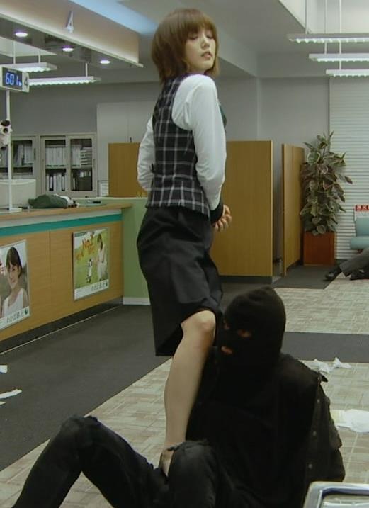 本田翼 パンツが見えそうで見えない格闘シーンキャプ・エロ画像15