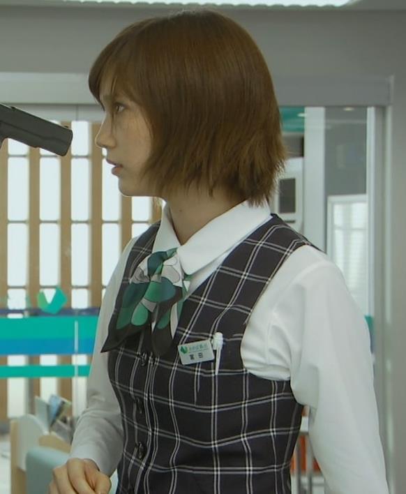 本田翼 パンツが見えそうで見えない格闘シーンキャプ・エロ画像6