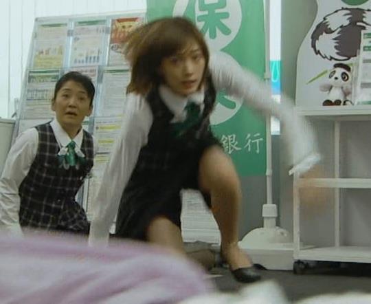 本田翼 パンツが見えそうで見えない格闘シーンキャプ・エロ画像8
