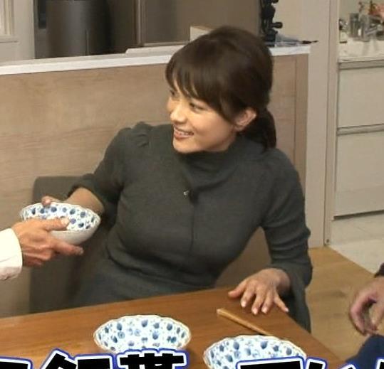 本田朋子アナ 人妻ニット横乳キャプ・エロ画像3