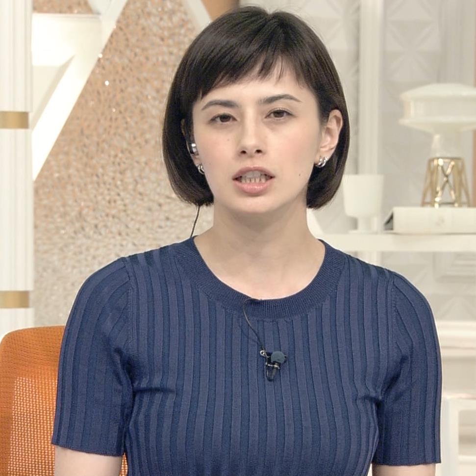 ホラン千秋 ピチピチTシャツで巨乳が強調されるキャプ・エロ画像