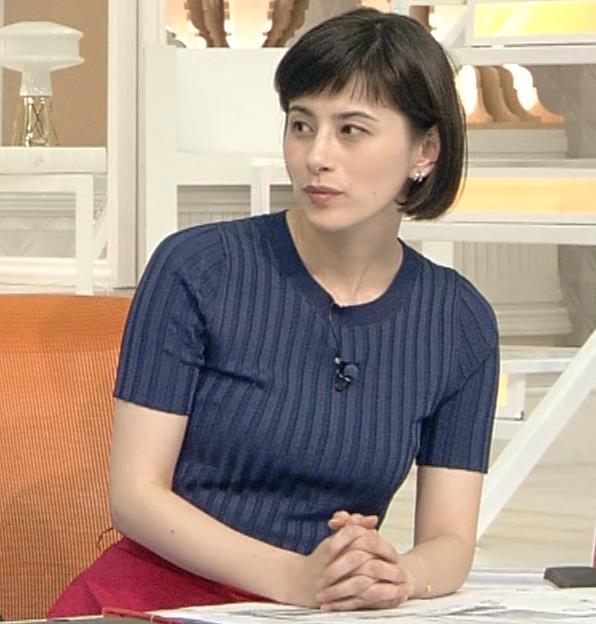 ホラン千秋 ピチピチTシャツで巨乳が強調されるキャプ・エロ画像2