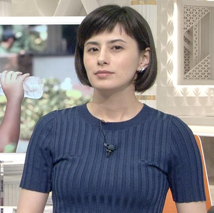ホラン千秋 ピチピチTシャツで巨乳が強調されるキャプ・エロ画像11