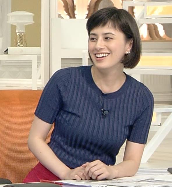 ホラン千秋 ピチピチTシャツで巨乳が強調されるキャプ・エロ画像6