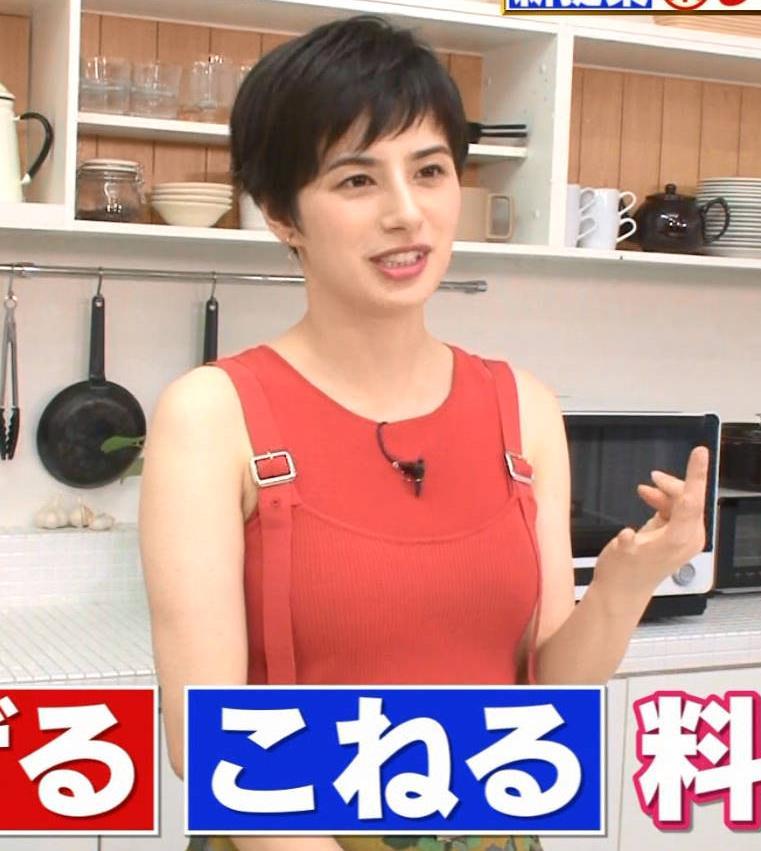 ホラン千秋 タンクトップみたいな服でおっぱいがエロいキャプ・エロ画像4