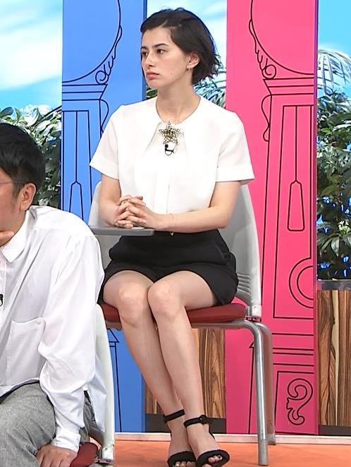 ホラン千秋 白くて細くてツルツルしてそうな美脚キャプ・エロ画像