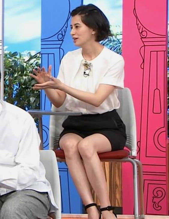 ホラン千秋 白くて細くてツルツルしてそうな美脚キャプ・エロ画像5