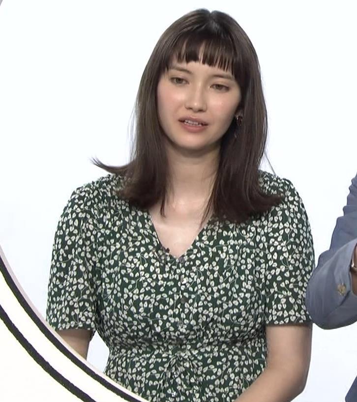 市川紗椰 ゆったりとしたした服でもおっぱいがデカいのがわかるキャプ・エロ画像5