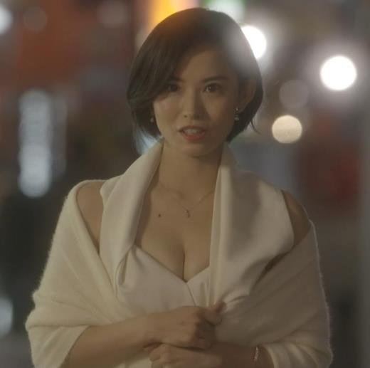 市川由衣 キャバ嬢役で白い巨乳の谷間を見せまくりキャプ画像(エロ・アイコラ画像)