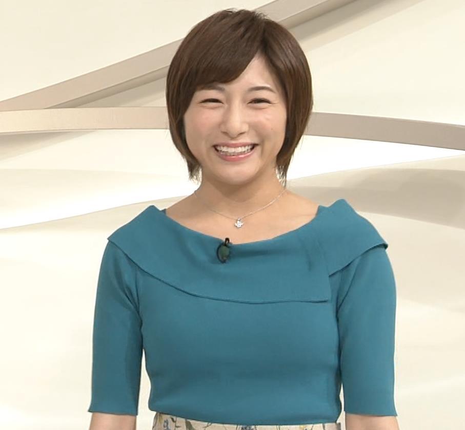 市來玲奈アナ おっぱいアピールの衣装キャプ・エロ画像8