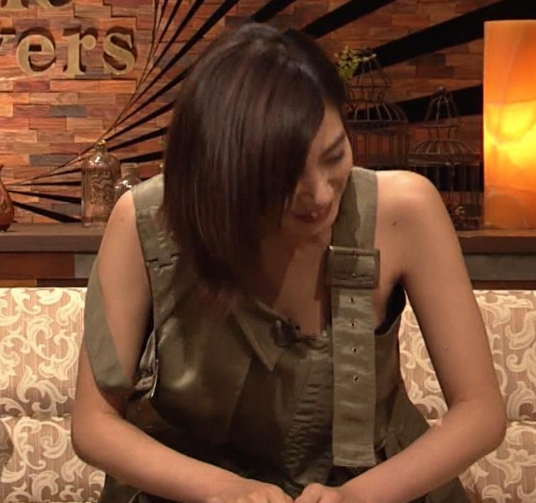 池田エライザ 片乳だけエロい衣装キャプ・エロ画像3