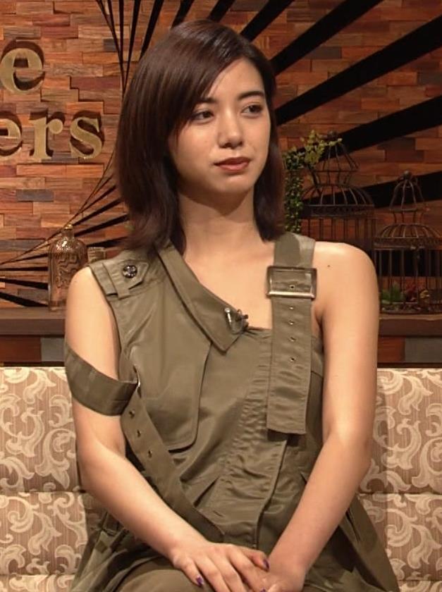 池田エライザ 片乳だけエロい衣装キャプ・エロ画像5