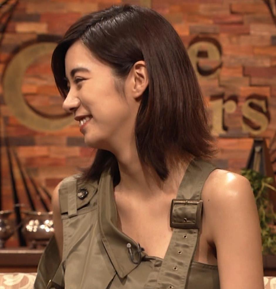 池田エライザ 片乳だけエロい衣装キャプ・エロ画像7