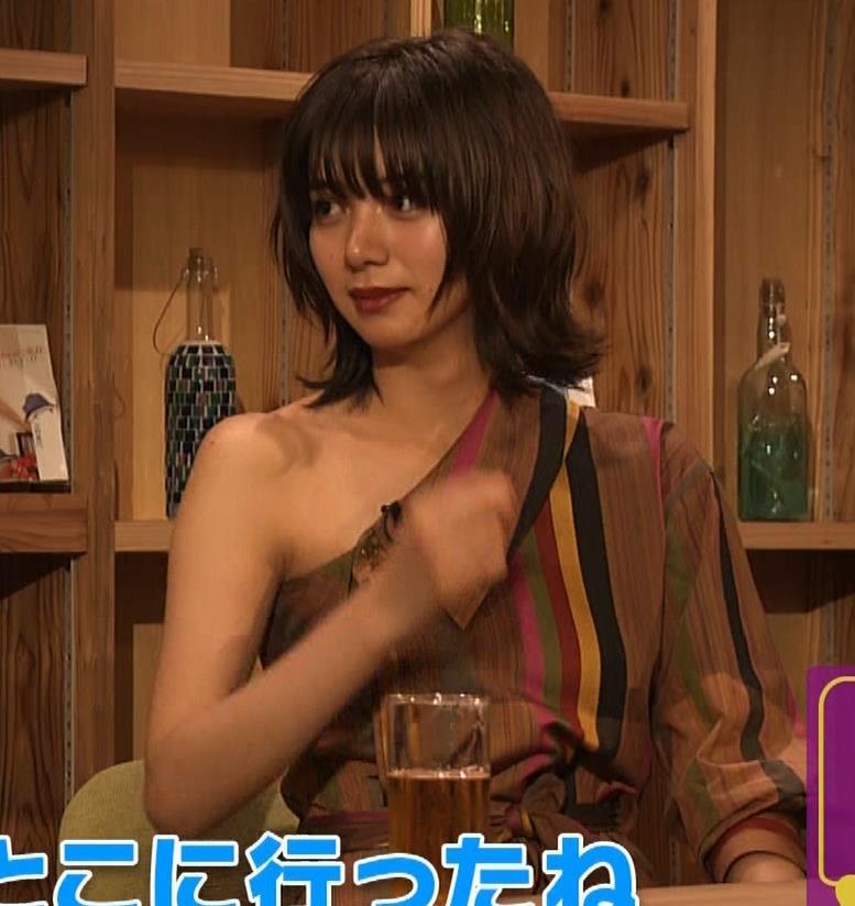 池田エライザ 片乳だけエロい衣装キャプ・エロ画像10