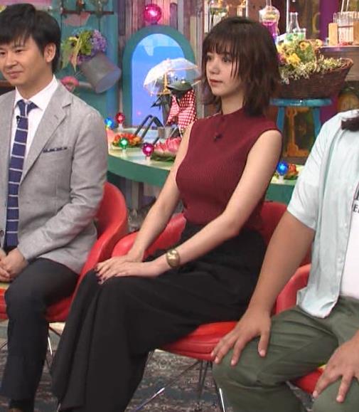 池田エライザ 巨乳×ニット。乳揺れGIF動画キャプ・エロ画像2