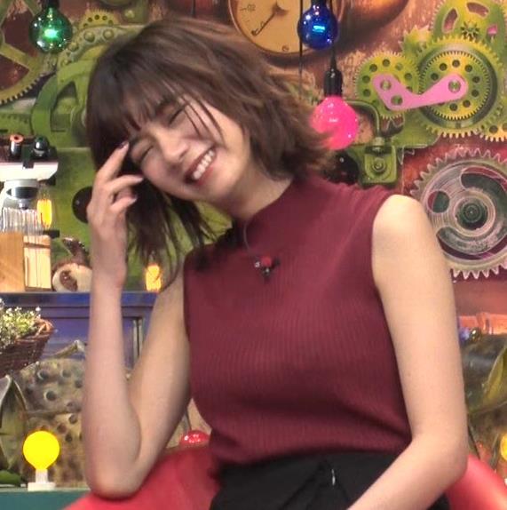 池田エライザ 巨乳×ニット。乳揺れGIF動画キャプ・エロ画像6