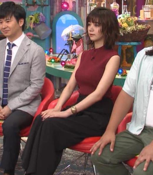 池田エライザ 巨乳×ニット。乳揺れGIF動画キャプ画像(エロ・アイコラ画像)