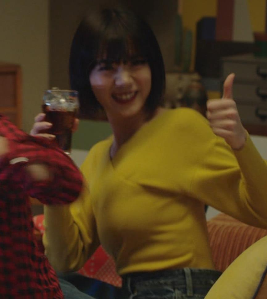 池田エライザ 着衣横乳キャプ・エロ画像3