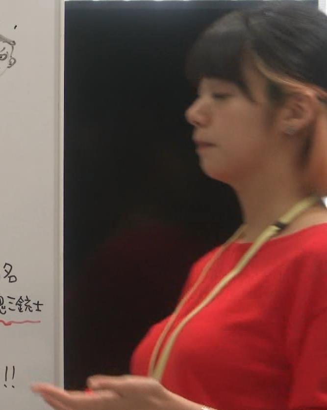 池田エライザ ゆったりした服でもエロいおっぱいキャプ・エロ画像5