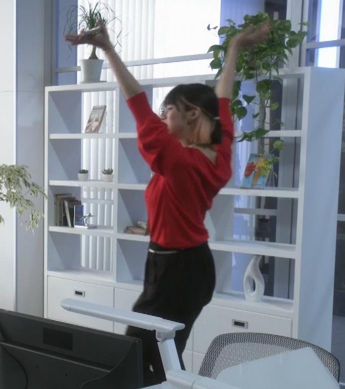 池田エライザ ゆったりした服でもエロいおっぱいキャプ・エロ画像10