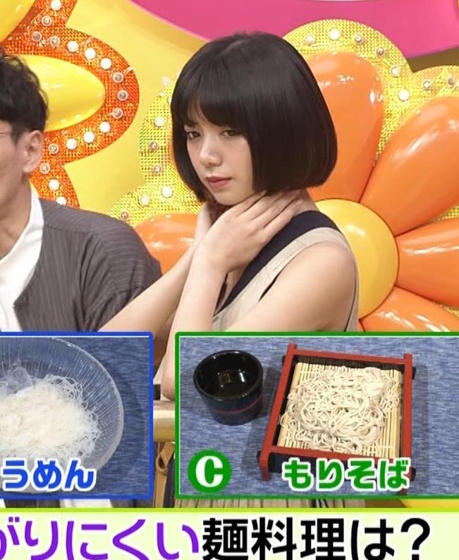 池田エライザ お昼の番組でもエロい衣装で胸の谷間チラリしてるキャプ・エロ画像11
