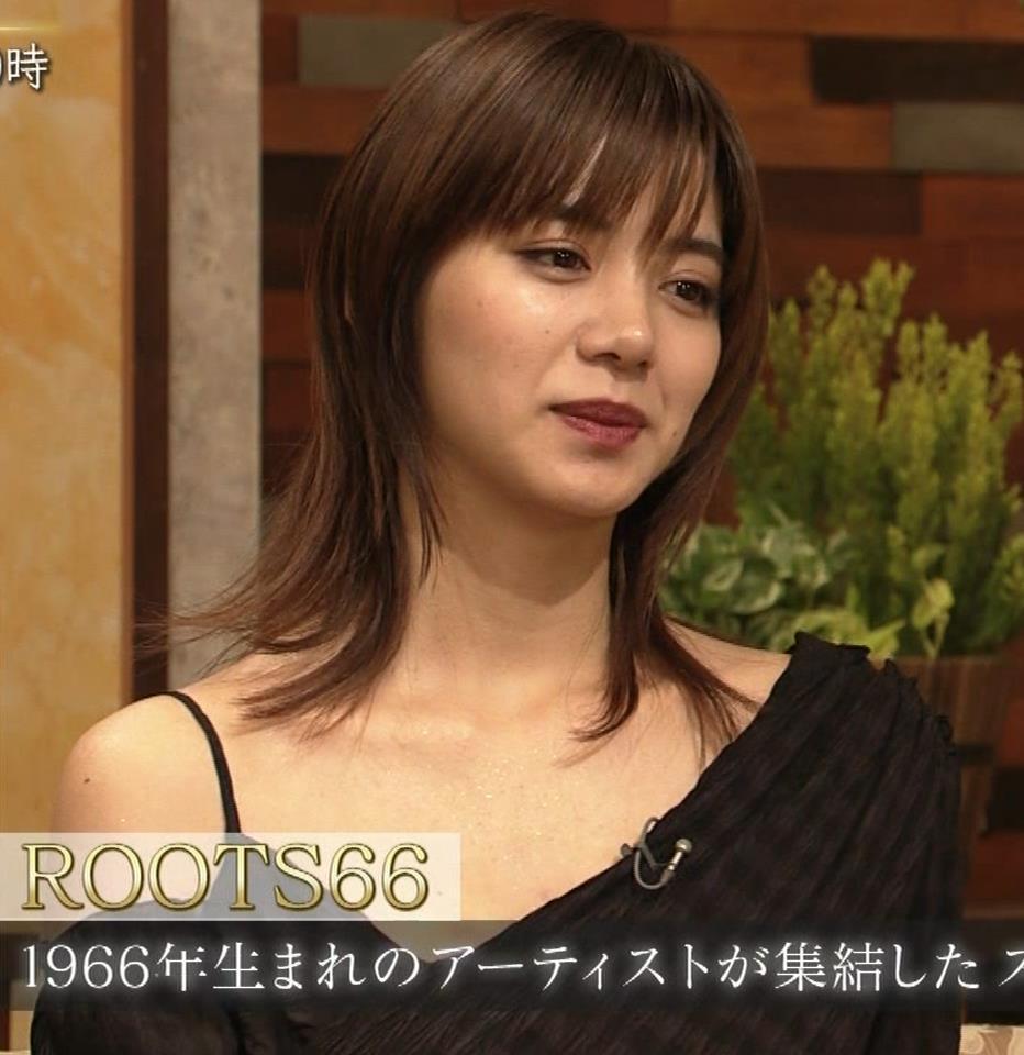 池田エライザ NHKでもエロい衣装。しぐさもエロいキャプ・エロ画像11