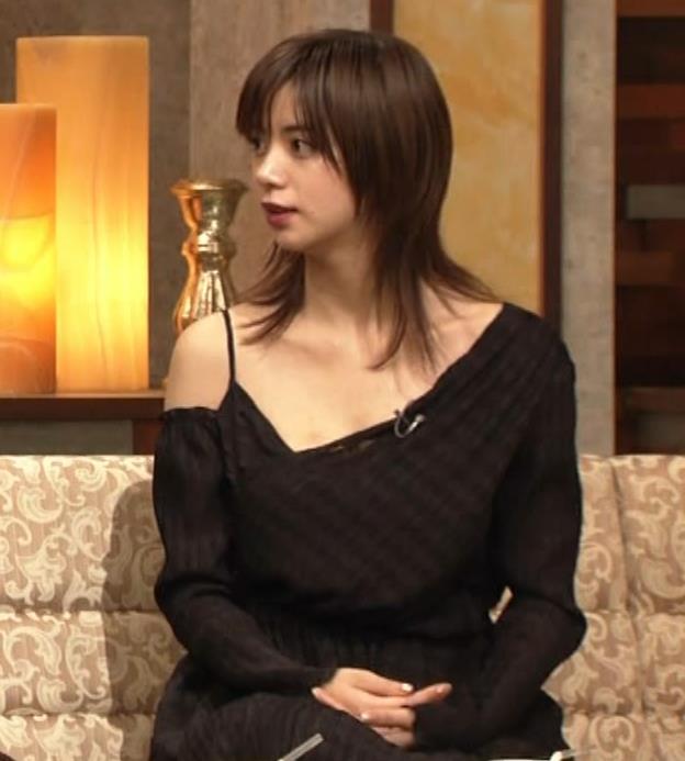 池田エライザ NHKでもエロい衣装。しぐさもエロいキャプ・エロ画像12