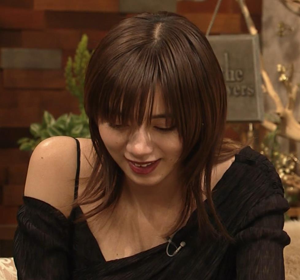 池田エライザ NHKでもエロい衣装。しぐさもエロいキャプ・エロ画像13