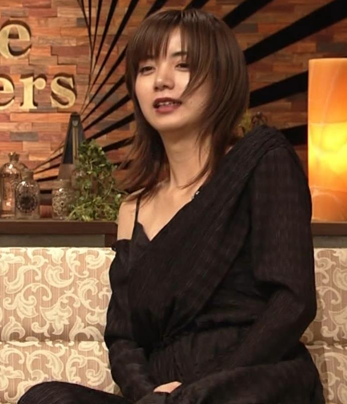 池田エライザ NHKでもエロい衣装。しぐさもエロいキャプ・エロ画像14
