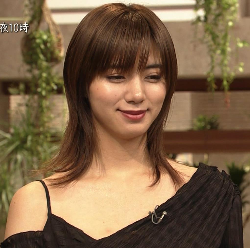 池田エライザ NHKでもエロい衣装。しぐさもエロいキャプ・エロ画像4