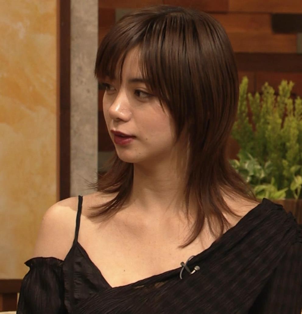 池田エライザ NHKでもエロい衣装。しぐさもエロいキャプ・エロ画像9