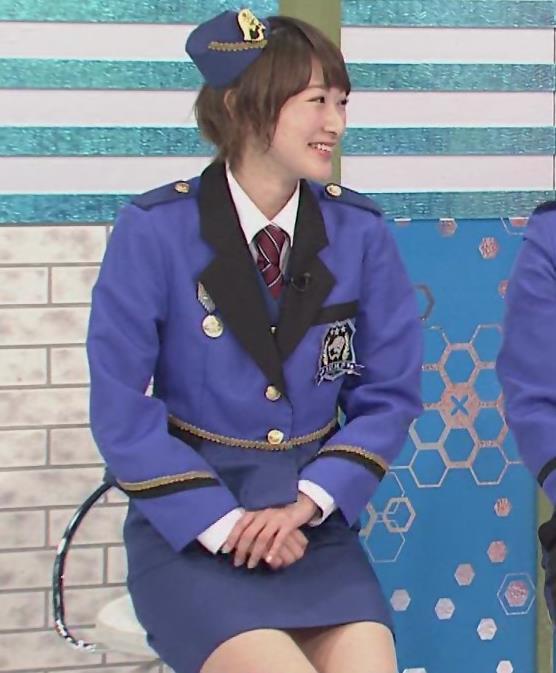 生駒里奈 スカートが短すぎて太もも露出キャプ・エロ画像4