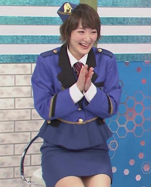 生駒里奈 スカートが短すぎて太もも露出キャプ・エロ画像7