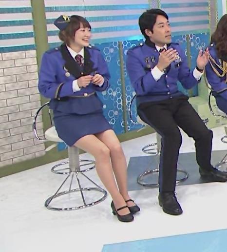 生駒里奈 スカートが短すぎて太もも露出キャプ・エロ画像8