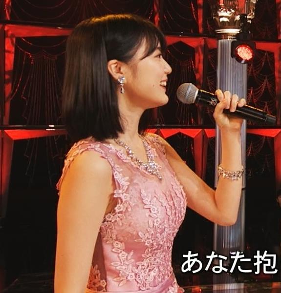 生田絵梨花 ノーブラでドレス着てる?乳もでかそう。キャプ・エロ画像3