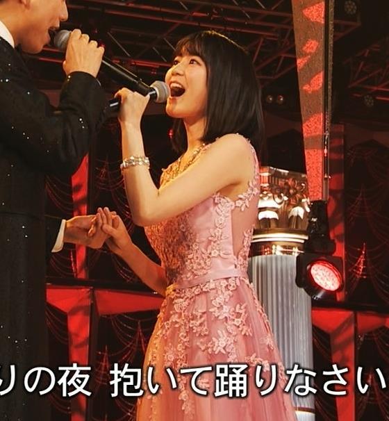 生田絵梨花 ノーブラでドレス着てる?乳もでかそう。キャプ・エロ画像5