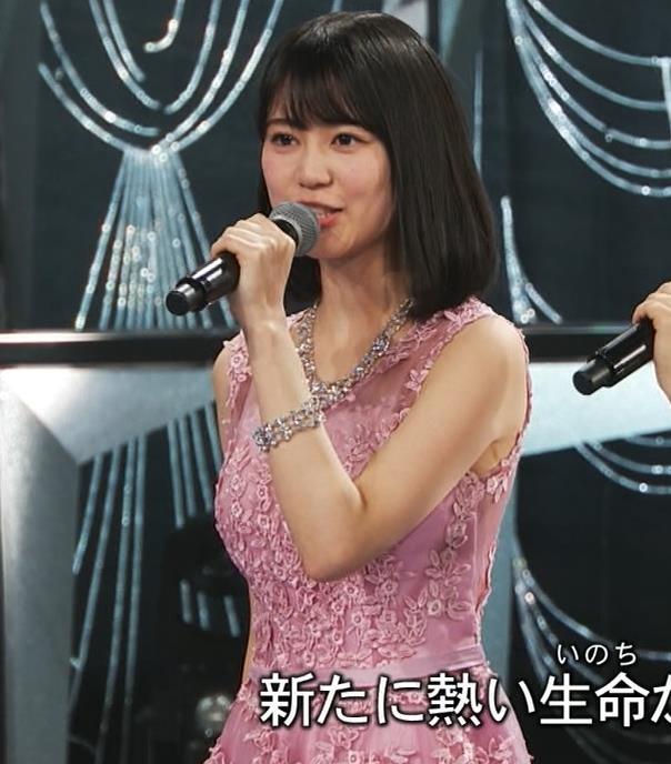 生田絵梨花 ノーブラでドレス着てる?乳もでかそう。キャプ・エロ画像9