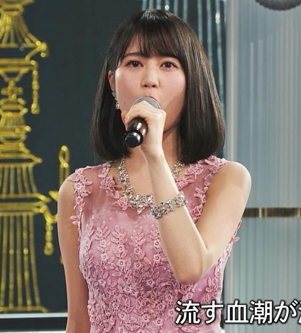 生田絵梨花 ノーブラでドレス着てる?乳もでかそう。キャプ・エロ画像10