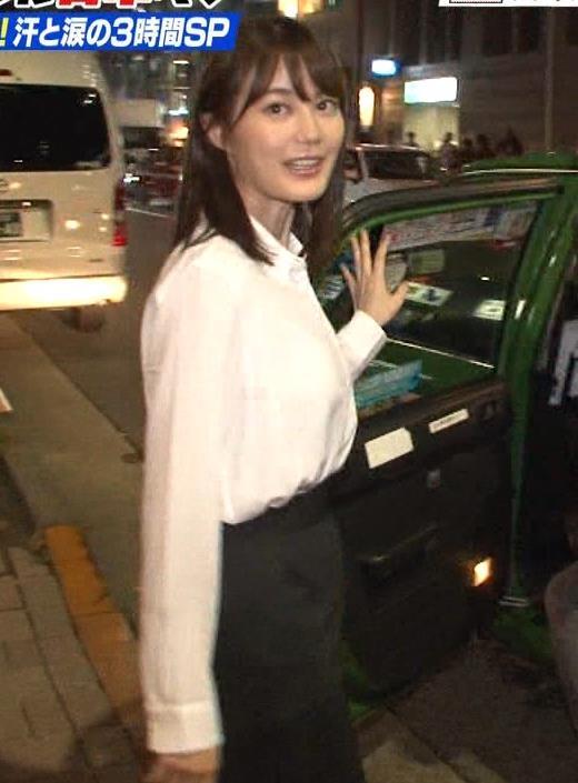 生田絵梨花 横乳とかスカートでタクシーから降りるとことかキャプ・エロ画像5