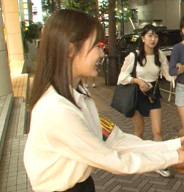 生田絵梨花 横乳とかスカートでタクシーから降りるとことかキャプ・エロ画像10