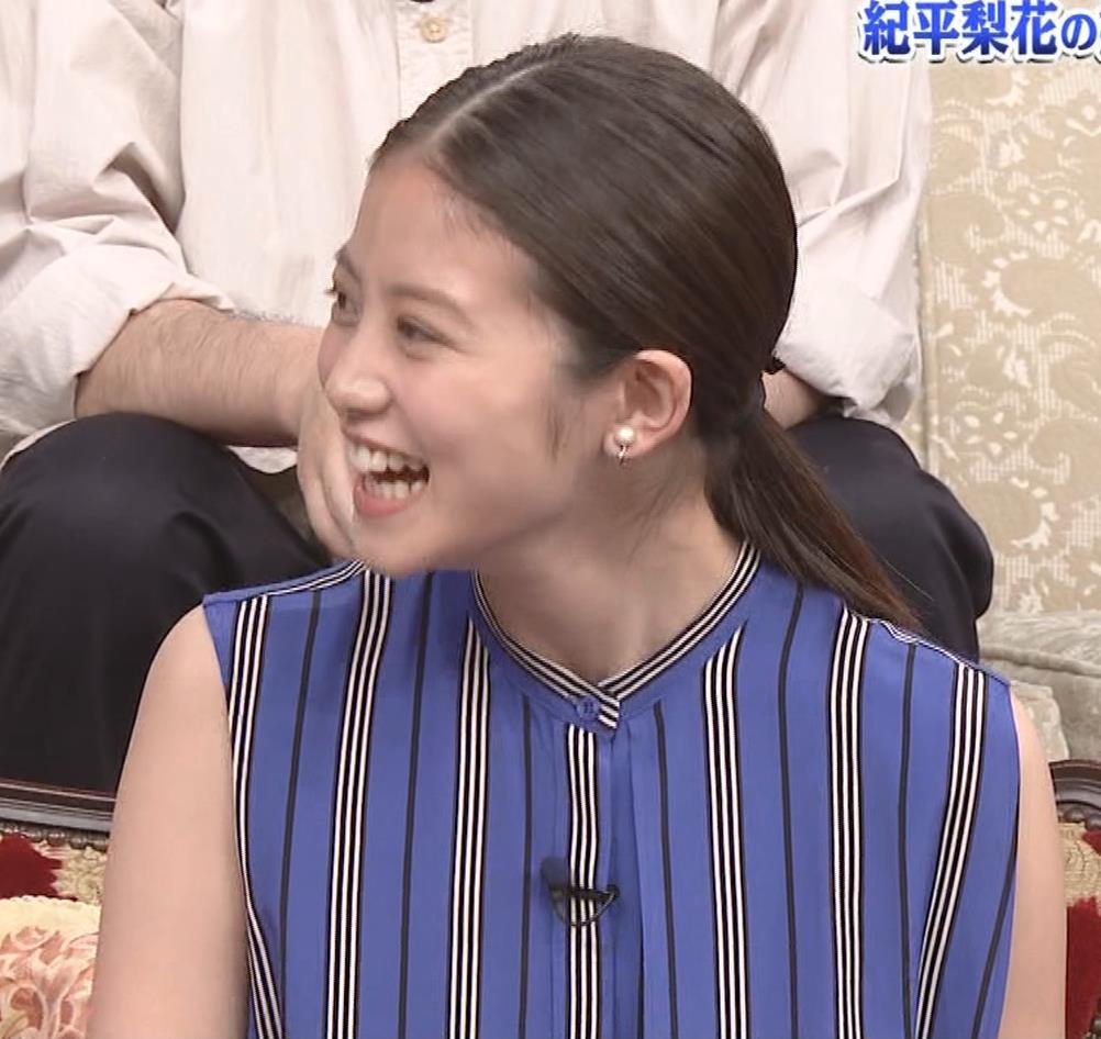 今田美桜 ノースリーブ姿キャプ・エロ画像2